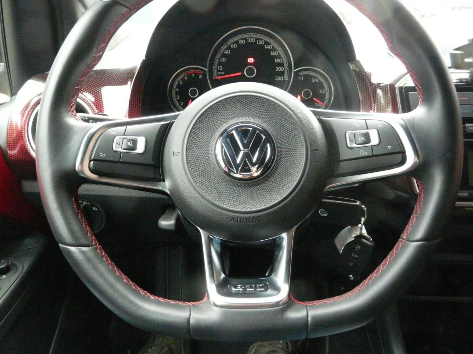 Volkswagen-up!-35
