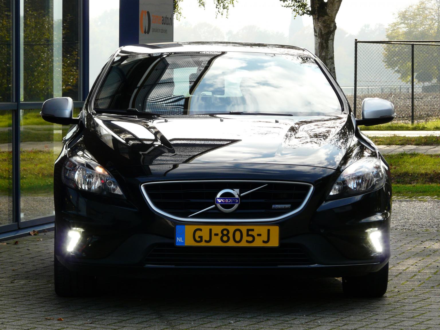 Volvo-V40-1